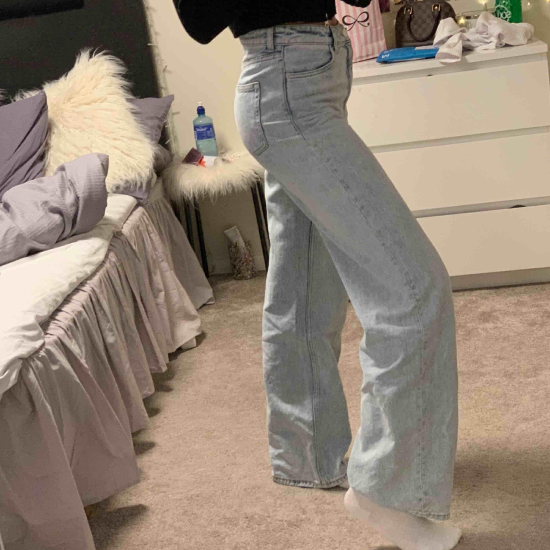 Monks jeans i storlek 28. Använda få gånger.  . Jeans & Byxor.
