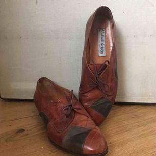 Asballa retro skor, i nytt skick bortsett från att dem är nyslulade! Perfekt skick!