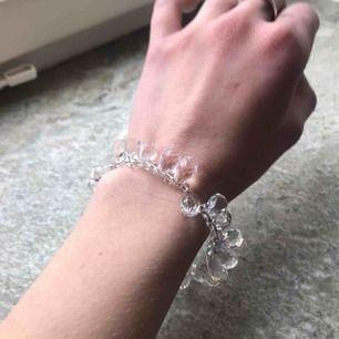 Såå vackert armband som jag fick i julklapp för länge sen men knappt använt då det är lite för stort för mig. Nyskick alltså. Frakt tillkommer 💕