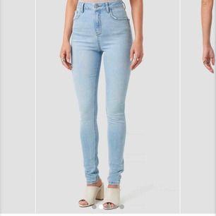 Super fina ljusblå jeans som sitter perfekt på 🔥💞💞💞
