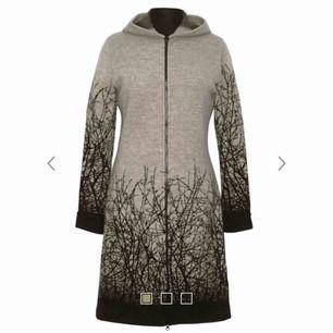 Säljer denna jackan / hoodien värd2900 kr  För 800 kr som ny  Fler bilder finns att få i pm
