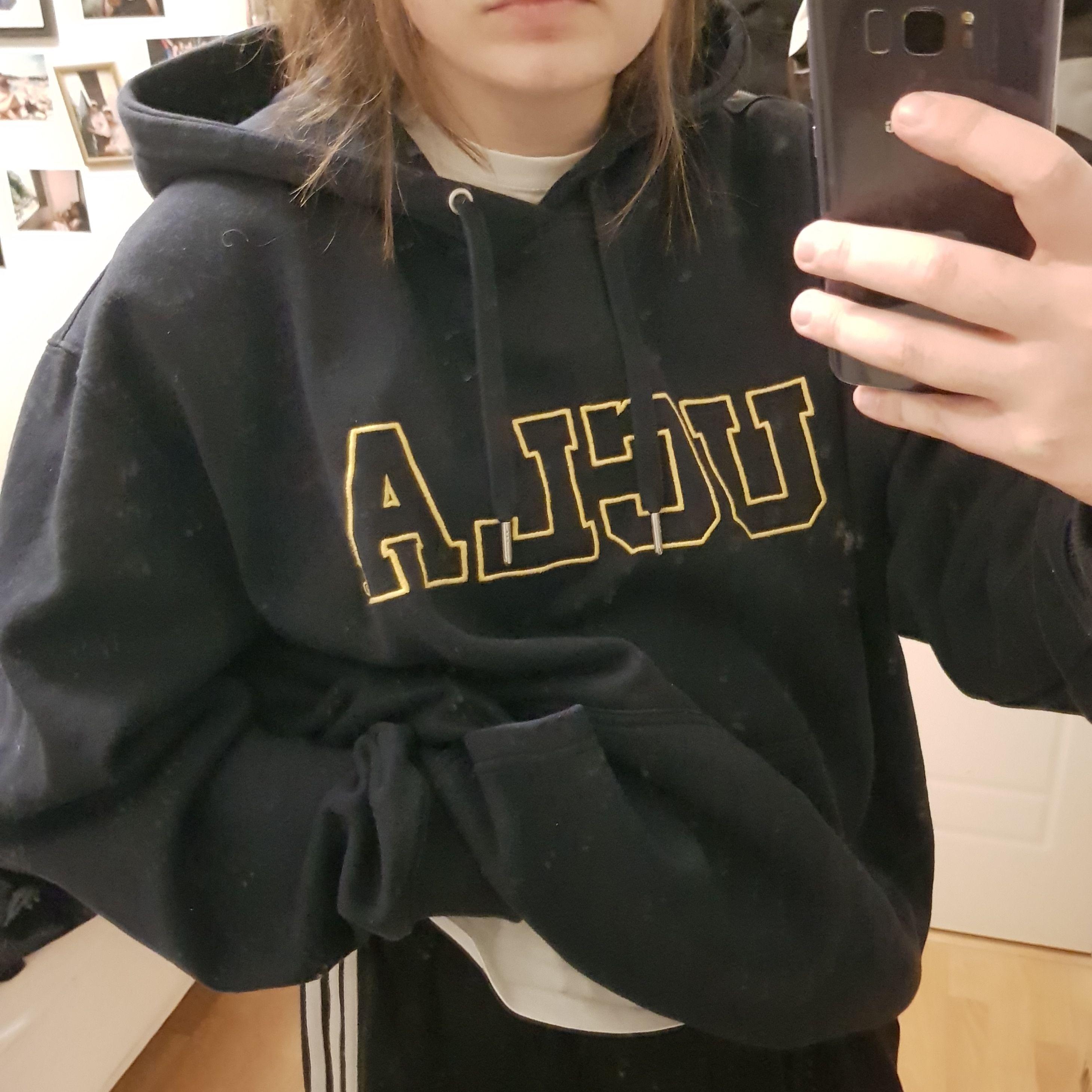 UCLA hoodie från hm, oversized å lite använd. Huvtröjor & Träningströjor.