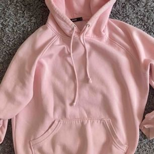 Najs rosa hoodie från bikbok. , frakt ingår ej!💕