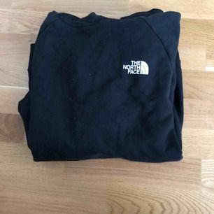 Säljer North Face tröja då jag inte va riktigt nöjd med storleken, princip som ny.
