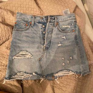 Världens finaste levis kjol, säljes pga att den är för liten för mig😥 150kr + frakt