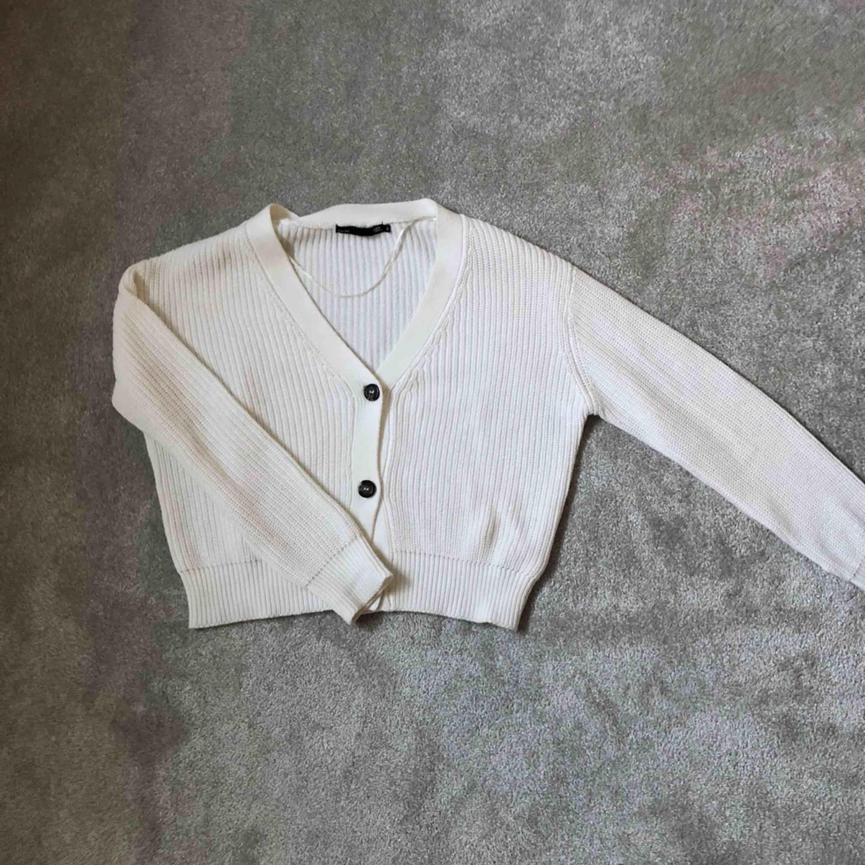 Så fin stickad tröja från Lager 157. Använd endast en gång❤️ frakt ingår i priset! Högsta bud just nu: 260 inkl frakt . Stickat.