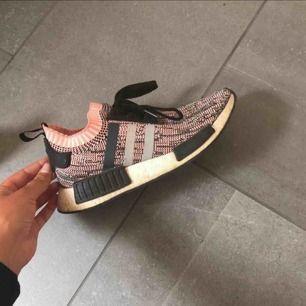 Adidas Nmd skor svänga fåtal gånger , inte slitna . Köptes för 1999kr förra året på footlocker