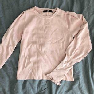 100kr INKL frakt 🤩 Supersöt och mjuk finstickad tröja. Aldrig använd!