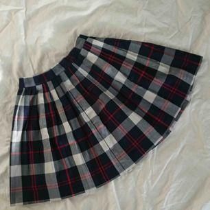 Superfin kjol från Monki. Frakten är inräknad💜