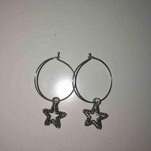 Handgjorda örhängen, skriv för fler bilder, oanvända💗 Frakt tillkommer💗