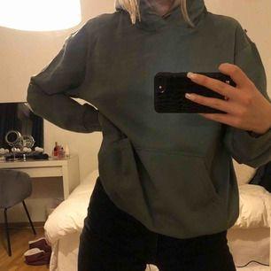 Weekday hoodie, grön Helt ny
