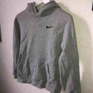 Snygg grå hoodie från Nike