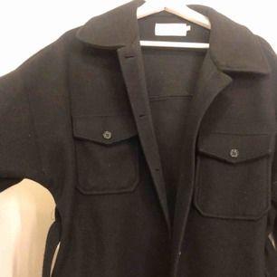 Belted jacket som är slutsåld på nelly. Använd men inget som märks på skicket! 💕nypris 699kr