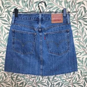 Levi's 501 jeanskjol i nyskick! Se min profil för mer info!