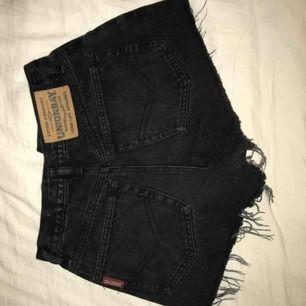 Korta svarta shorts med så snygg passform, i bra skick🥰