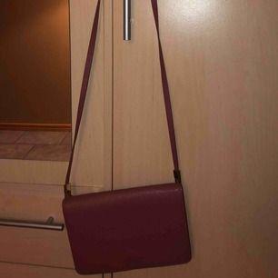en rosa handväska och en grå, 40kr st eller båda för 60kr