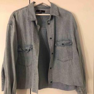 Croppad skjorta från missguided, oanvänd