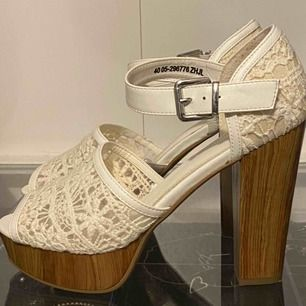 Högklackade skor från skopunkten i storlek 40, priset är inkl. Frakt och priset går att diskuteras.