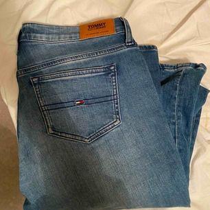 Jätte fina bootcut jeans ifrån Tommy Hilfiger💕 jag är ungefär 177cm