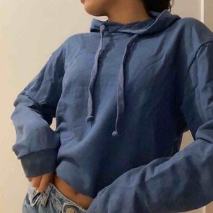 Blå hoodie ifrån nakd