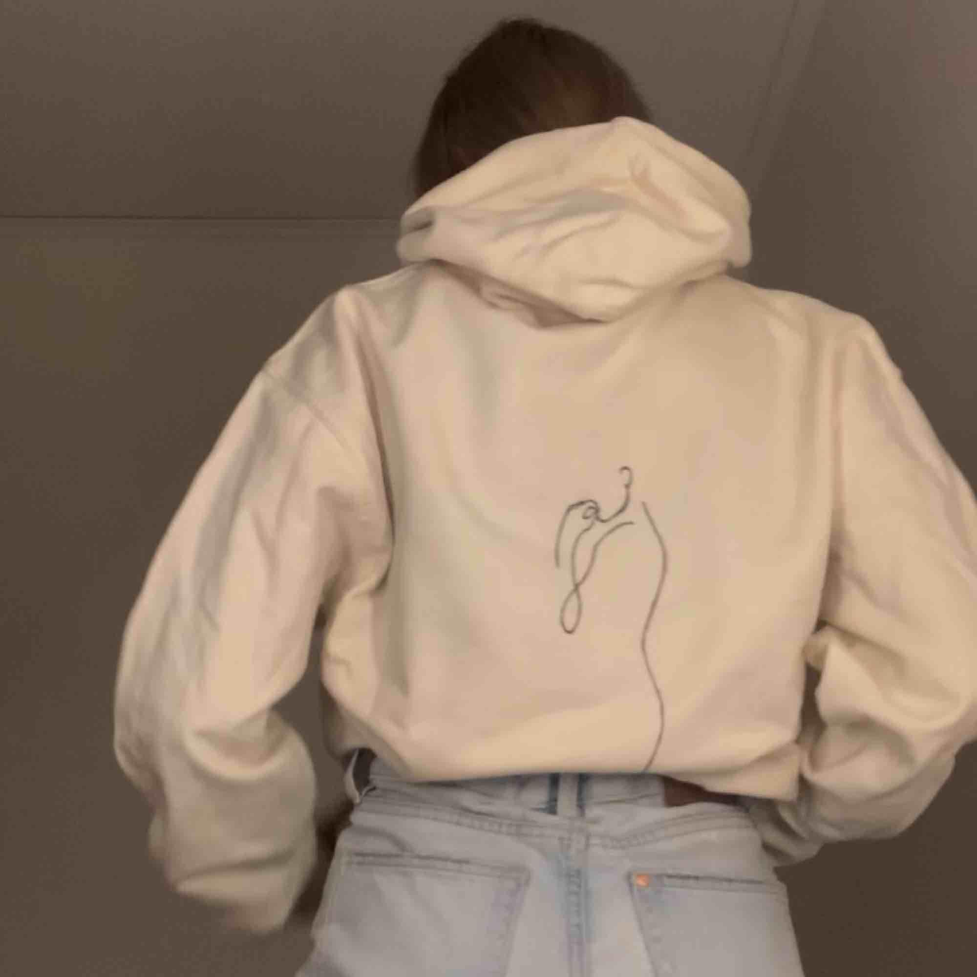 Egendesignad hoodie från mitt UF-företag (arthoodies_uf på Instagram) 250kr + 105kr frakt🥰. Huvtröjor & Träningströjor.