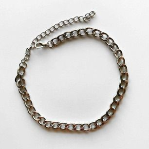 Silverfärgat kortare kedje-halsband! Frakt:11kr 🤍