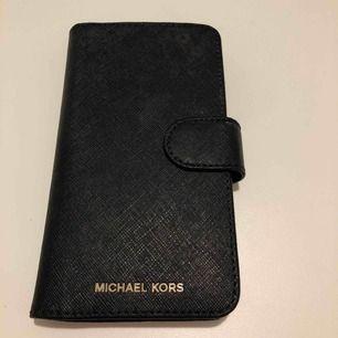 """Jättefint Plånboks fodral  som jag inte använder då jag föredrar utan eller """"vanliga"""" skal. Kvitto finns! Frakt ingår i priset. Passar iPhone X"""