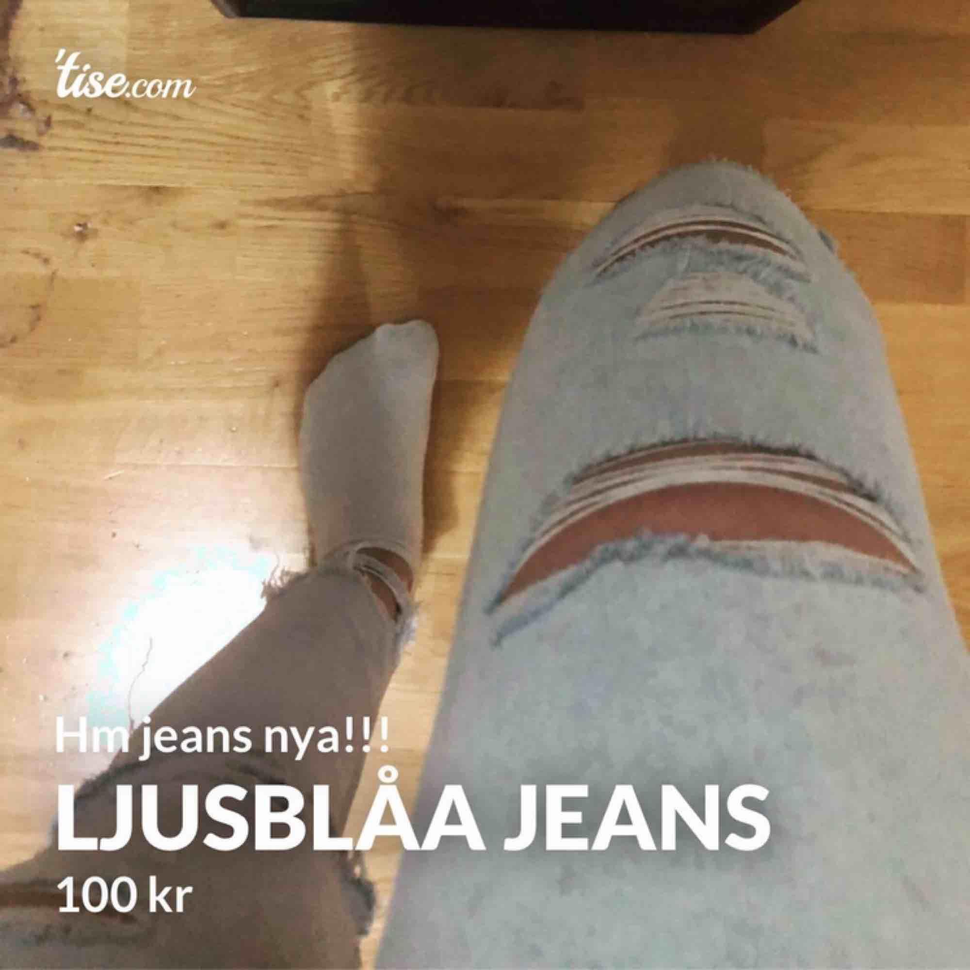 Helt nya jeans från hm i storlek xs! Jätte fin färg och modell! Ganska små på mig o säljer därför!. Jeans & Byxor.