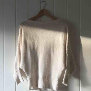 En tröja från NA KD, fri frakt samt spårbar.