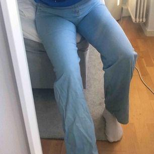 Jeans från Boohoo! Superfina men i ett tunt jeansmaterial!