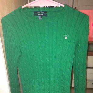Fin stickad Gant tröja dock för liten för min lillebror därför den säljs, använd Max 1 gång. Pris kan diskuteras, köparen står för frakten eller så kan jag mötas upp😇