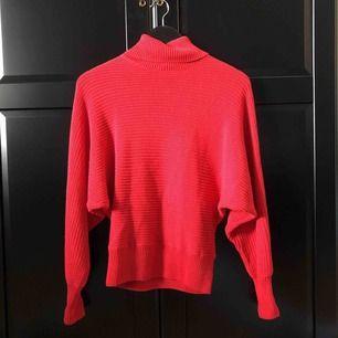 Stickad tröja från NA-KD. Använd ett fåtal gånger Frakt ingår inte