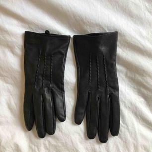 Oanvända goat leather handskar från Indiska, nypris 599kr :)