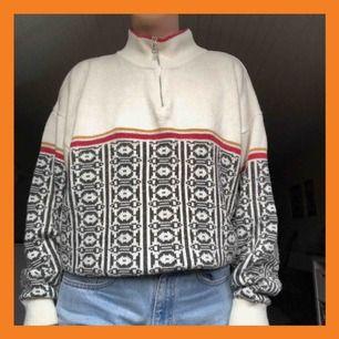 Go stickad tröja i 30% ull! Jättemysig och med ballt mönster ☺️