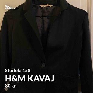 Snygg stilren svart kavaj från H&m  Fint skick🤩🥰
