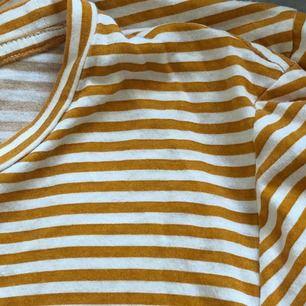 säljer denna fina tröja då den inte kommer till användning längre, frakt tillkommer🌼🌼