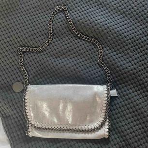 Jättefin fake Stella McCartney väska. Bra skick. Pris kan diskuteras💕💕