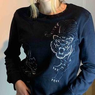 Kenzo sweatshirt i damstorlek XL för den perfekta trendiga oversized looken.