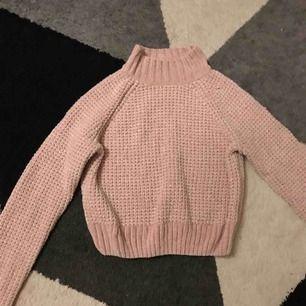 Stickad ljus rosa tröja använt ty 5 gånger säljer för att den inte kommer till användning av mig frakt betalar du själv😊