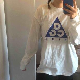 🥺säljer denna as snygga ACG Nike tröjan. Aldrig använd då den är lite för stor på mig. As snygg och as skön!!!!! Storlek M i herr. 🥺