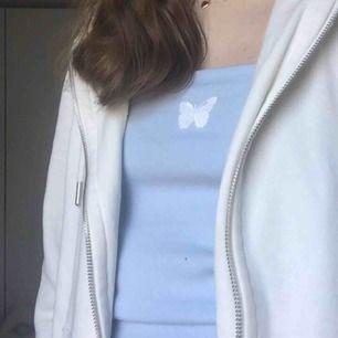 Pastellblått linne. Passar till allt! Buda💕💕