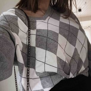 Jättesnygg oversized tröja! Är i strl L men passar även mindre storlekar!