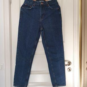 Oanvända mom jeans från Bershka. Frakten ingår