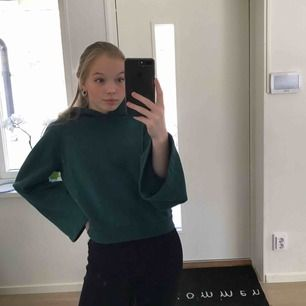 Fin hoodie från Carin Wester, säljer då den inte kommer till användning, snörena är borta därav de låga priset