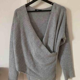 Jätte fin stickad tröja från Gina tricot! Använd en gång, sticks och kliar ingenting💞