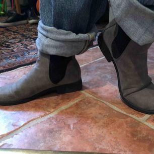 Coola skor från Attitude, använda men varit väldigt rätt om dom. Strl 37 men skulle tro passar nån storlek över och under också