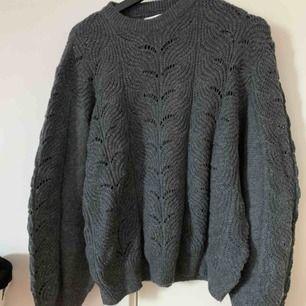 Jätte fin stickad tröja från lager 157! Sitter så bra och kliar eller sticks ingenting💞