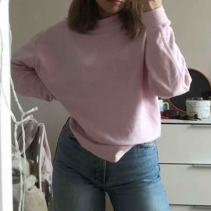 Suuuperfin rosa tröja från weekday💕💘💓