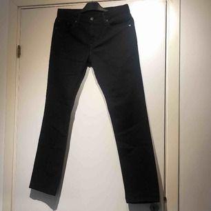 Levis byxor modell 511 storlek W30 L30 och är ca 2 år gamla, Köpta i New York men har inte rört dem sen dess och nu är det för små så de söker en ny ägare:)