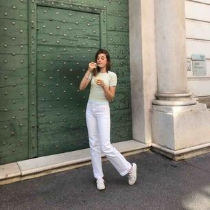 Populära vita jeans från Wera Sthlm. Lägg bud.